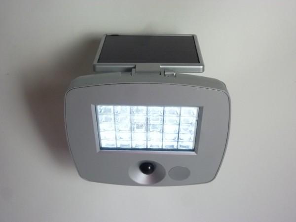 Solarwandleuchte Raven mit Sensor 30 LED