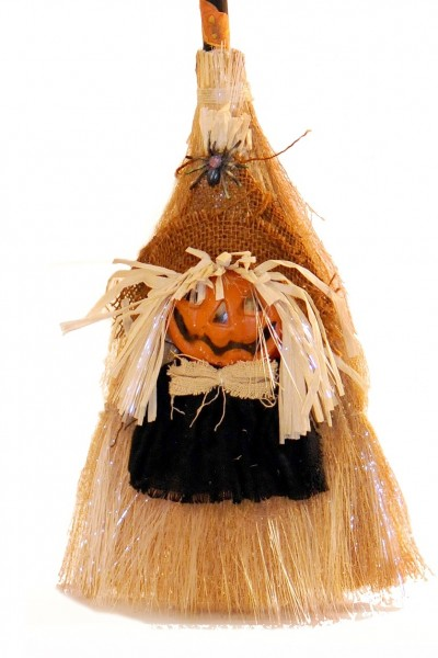 Halloween Reisigbesen mit Beleuchtung Broom Pumpkin Dekoleuchte