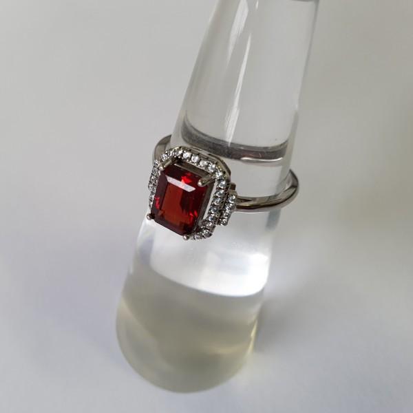 Edelstein Ring Granatstein gefasst in Silber